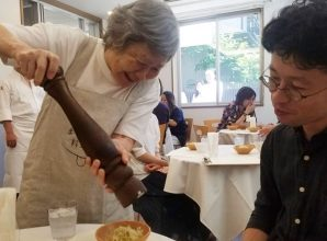 "Japanese ""Restaurant Of Order Mistakes"" Employs People With Dementia As Servers 