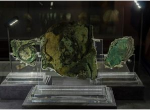 """The Antikythera mechanism, an ancient analog """"computer"""", said to be """"more valuable than the Mona Lisa"""""""